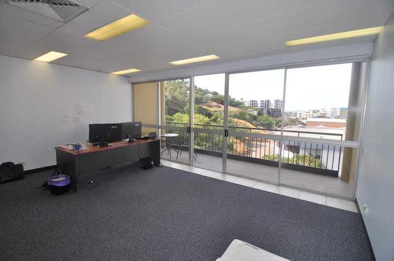 Suite 5, 28 Hamilton Street TOWNSVILLE CITY QLD 4810