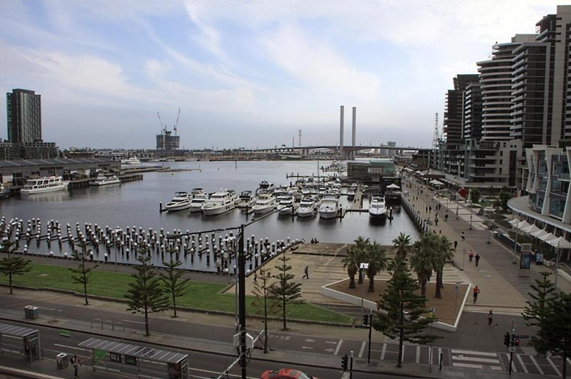401B/198 Harbour Esplanade DOCKLANDS VIC 3008