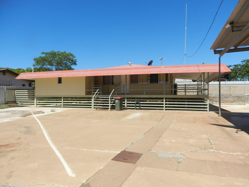 8 Deighton Street MOUNT ISA QLD 4825