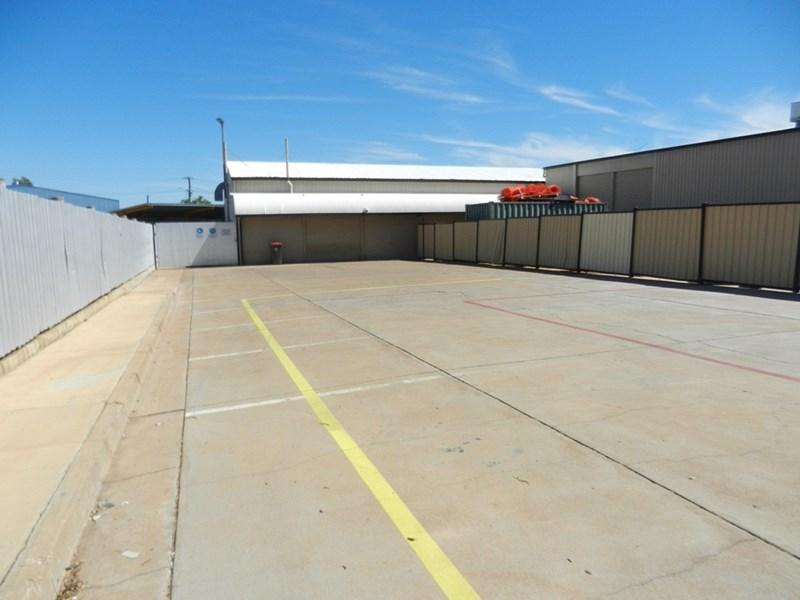 3-5 Commercial Road MOUNT ISA QLD 4825