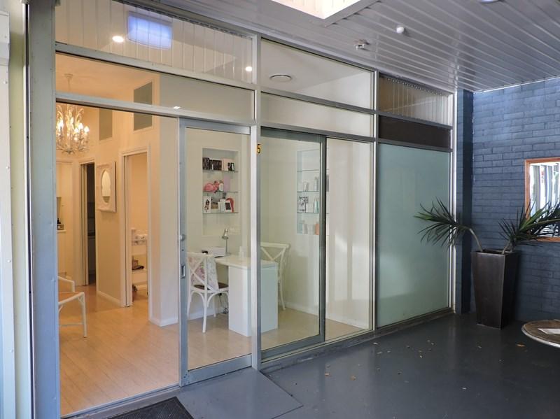 Shop 5/69 Prince Edward Park Road WORONORA NSW 2232