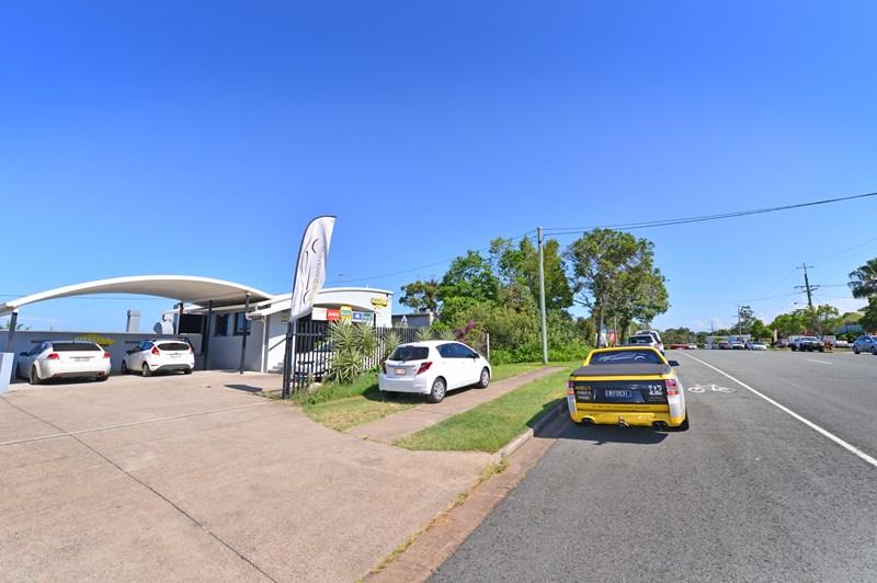 33 & 33a Rene Street NOOSAVILLE QLD 4566