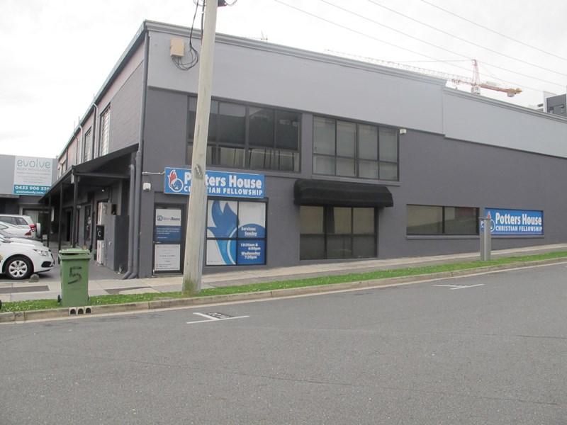 5 Windmill Street SOUTHPORT QLD 4215
