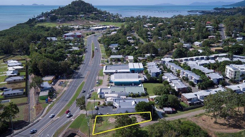 96 Shute Harbour Road CANNONVALE QLD 4802