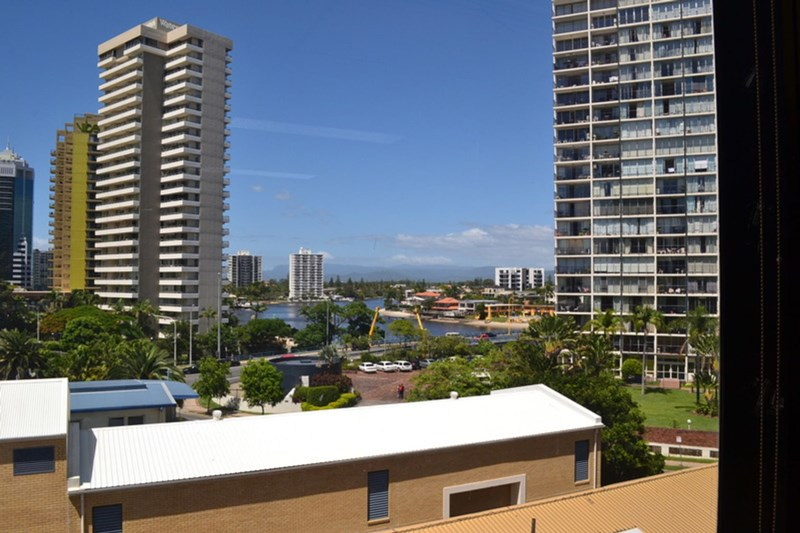 64 Ferny Avenue SURFERS PARADISE QLD 4217