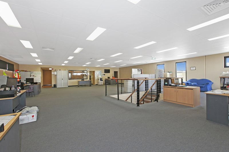 9-13 Titanium Court CRESTMEAD QLD 4132