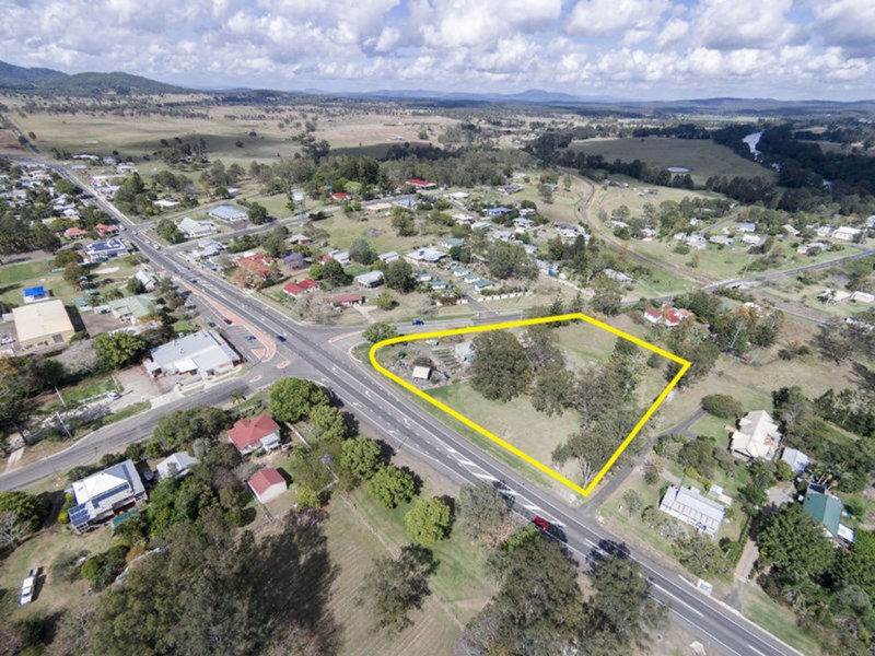 . Mungar Road (Corner Bruce Highway) TIARO QLD 4650