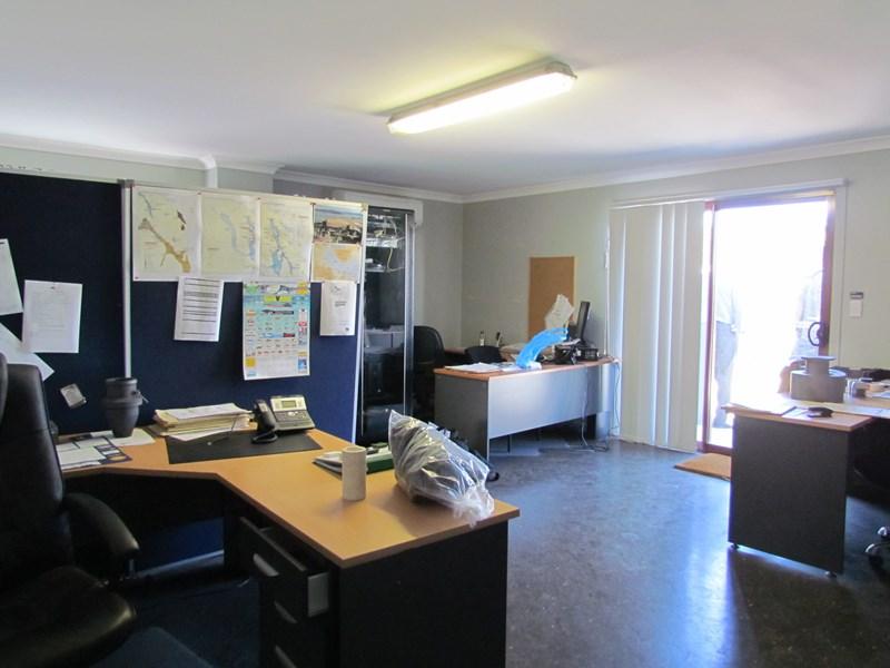 9 Neil Street CALLEMONDAH QLD 4680
