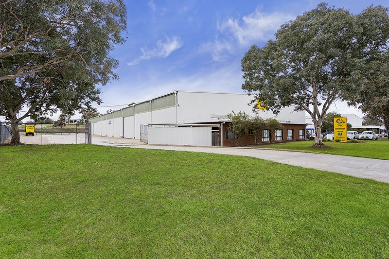 8 Catherine Crescent LAVINGTON NSW 2641