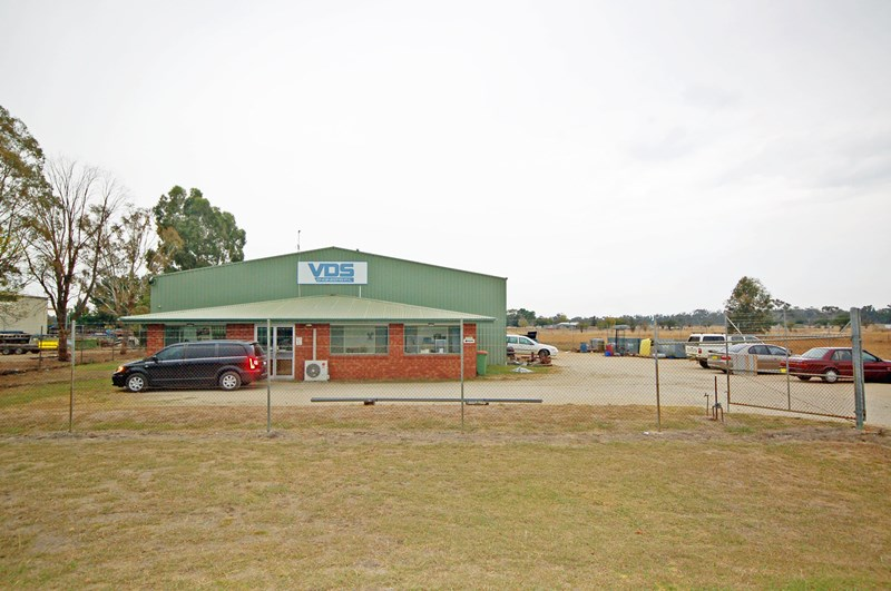 8 Davis Drive JINDERA NSW 2642