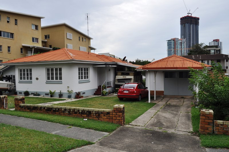 15 & 17 Waverley Street SOUTHPORT QLD 4215