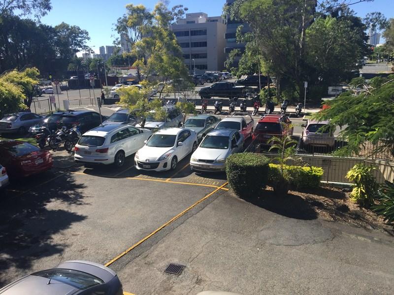 6-9/11 Karp Court BUNDALL QLD 4217