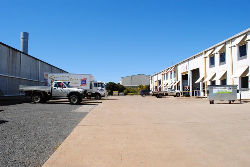 Unit 1, 11 Molloy Street TORRINGTON QLD 4350