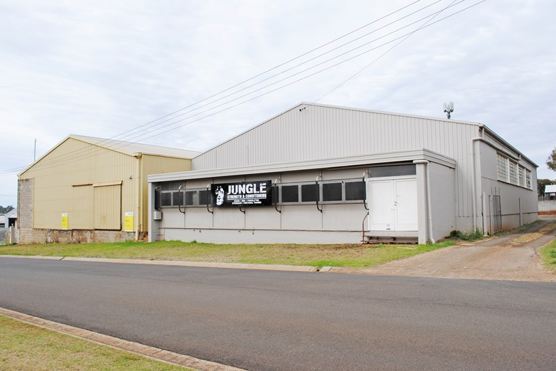 10-12 Makepeace ROCKVILLE QLD 4350