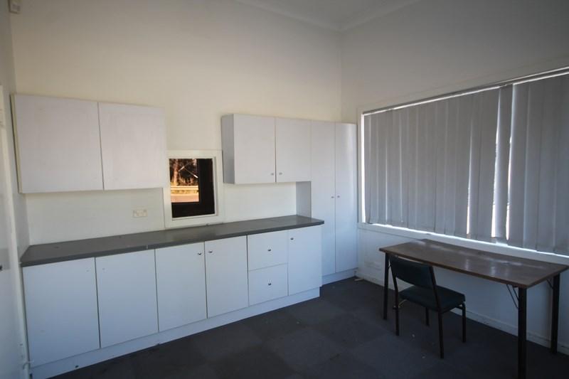 3 Mackenzie Street YOUNG NSW 2594