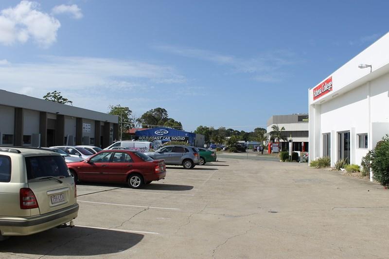 2b/10 Strathaird Road BUNDALL QLD 4217