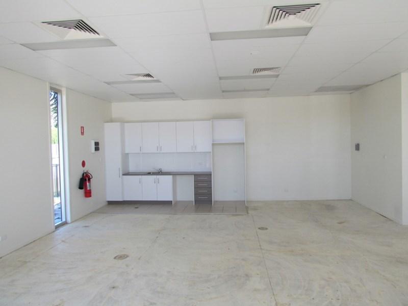 Shop 1/39 Toolooa Street SOUTH GLADSTONE QLD 4680